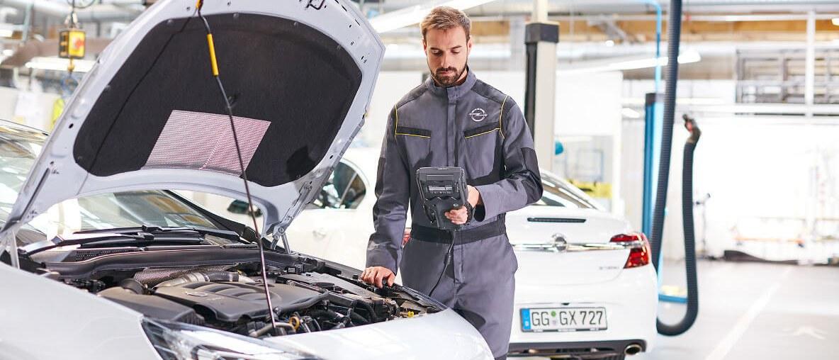 Opel служител сервиз